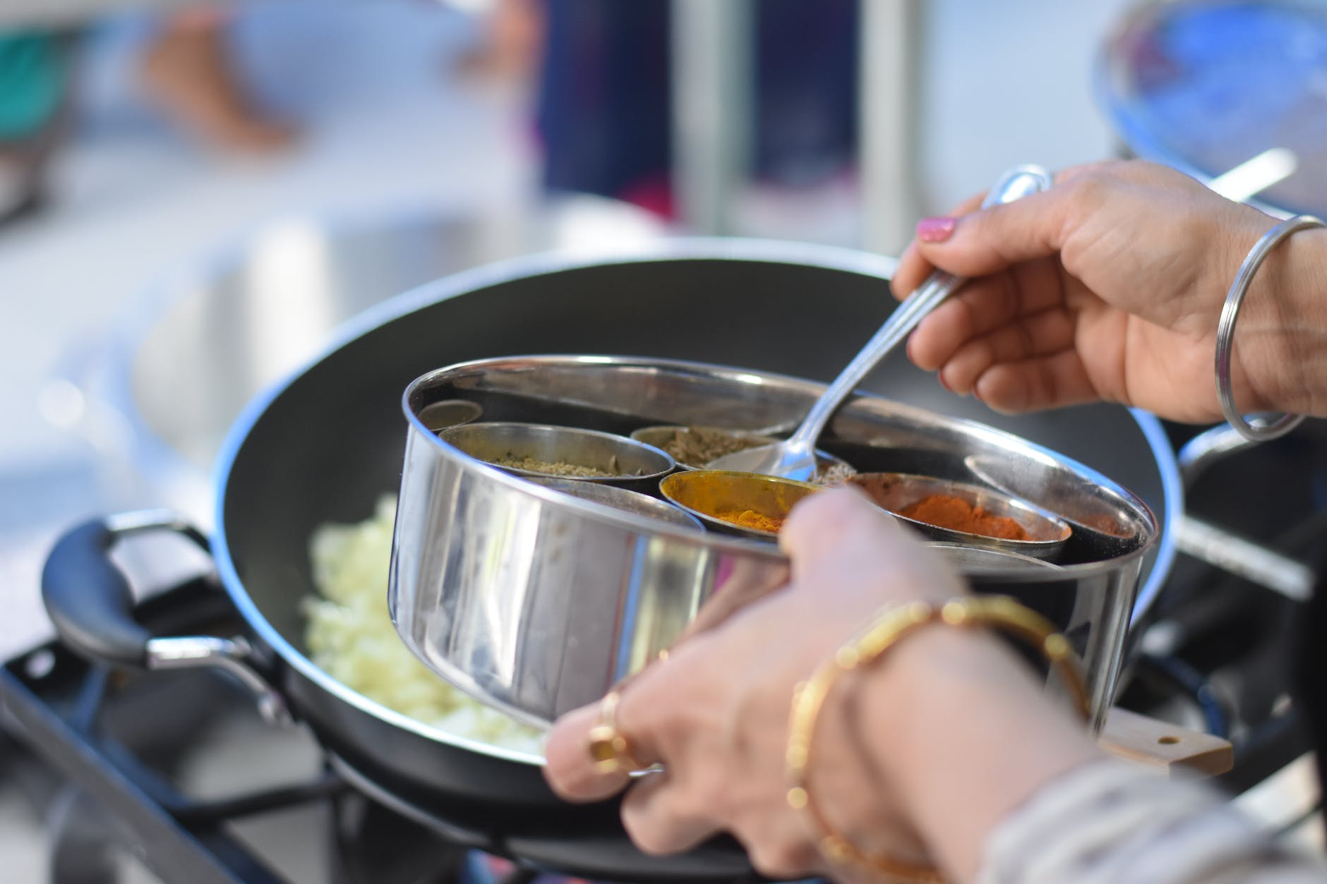 Stainless Steel Vs. Nonstick Cookware – The Difference